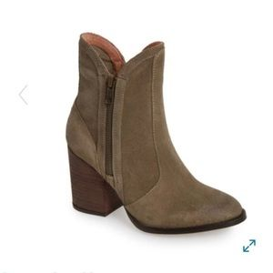 Seychelles taupe ankle booties